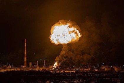 Появилось видео взрыва на нефтяном заводе в Ухте