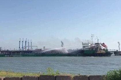 В российском порту загорелся иранский танкер