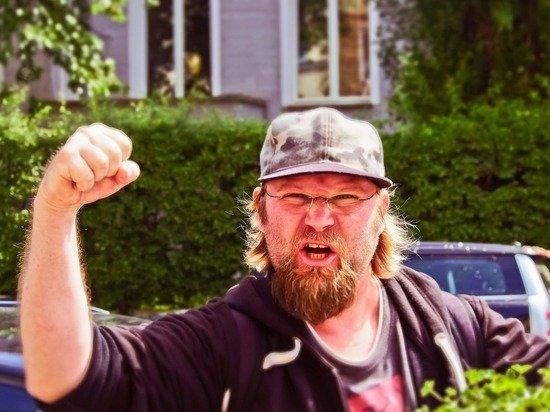 Наговорил на трёшник: за уличный мат предложили штрафовать как за хулиганство
