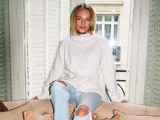 Дочь Пескова изумила подписчиков длинными голыми ногами