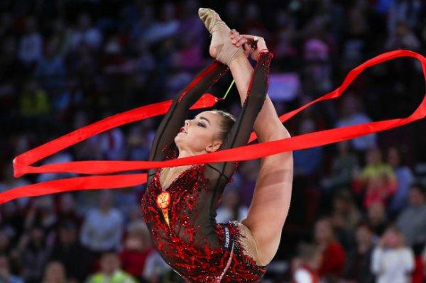 Дина Аверина стала лучшей в многоборье на этапе Гран-при в Москве