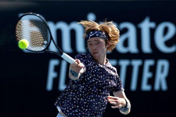 Рублев пробился в четвертьфинал теннисного турнира в Роттердаме