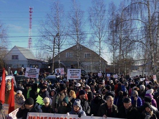 Антимусорный митинг против экологической катастрофы продолжается: люди не сдаются