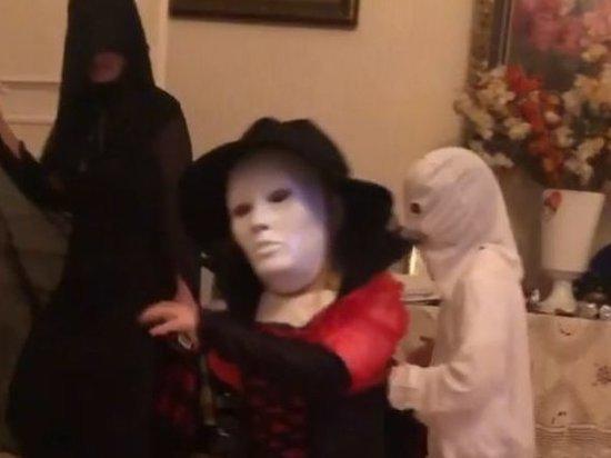 Дети Галкина и Пугачевой снялись в костюмах из фильмов ужасов