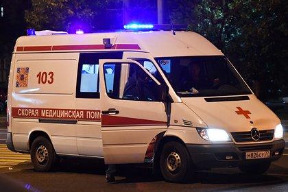 Полицейские спасли запертого отцом в машине ребенка
