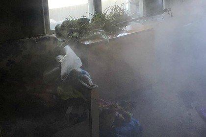 Трое российских детей оказались заперты за железной дверью во время пожара