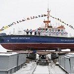 В Карелии спустили на воду новый гибридный катер