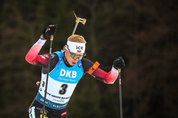 Норвежский биатлонист Бе победил в масс-старте на этапе Кубка мира в Чехии