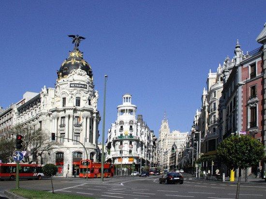 Все учебные заведения Мадрида закрыли на две недели