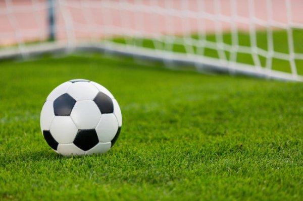 Видео: Футбольный матч первенства России остановлен из-за драки