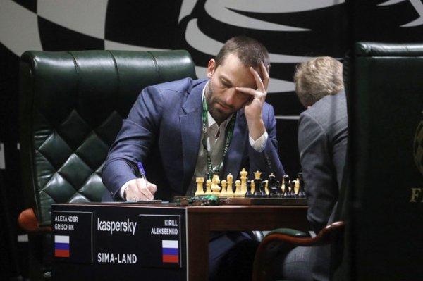 Ян Непомнящий и Ван Хао одержали победы в первый день турнира претендентов