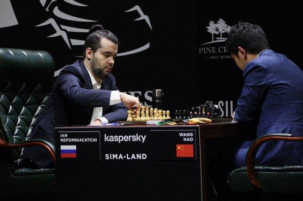 Ян Непомнящий сохранил лидерство на турнире претендентов