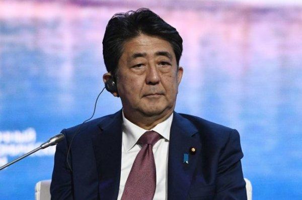 Премьер Японии обсудит с Трампом перенос Олимпиады на год