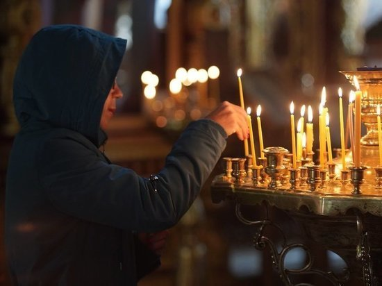 Как спастись от коронавируса с божьей помощью: церковь выбрала молитву