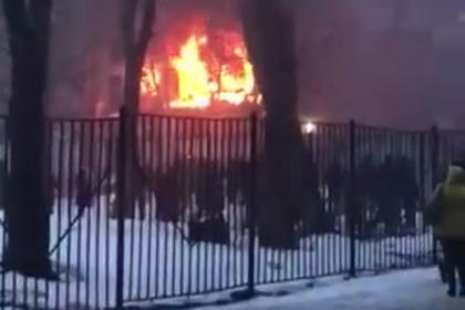 В жилом доме в России произошел взрыв и начался пожар