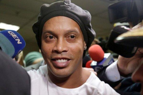 Роналдиньо выпущен из тюрьмы в Парагвае под домашний арест