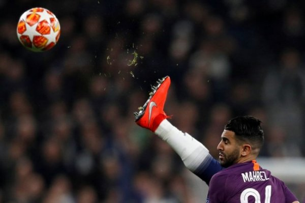 FAB внес изменения в правила футбола об игре рукой и определении офсайда