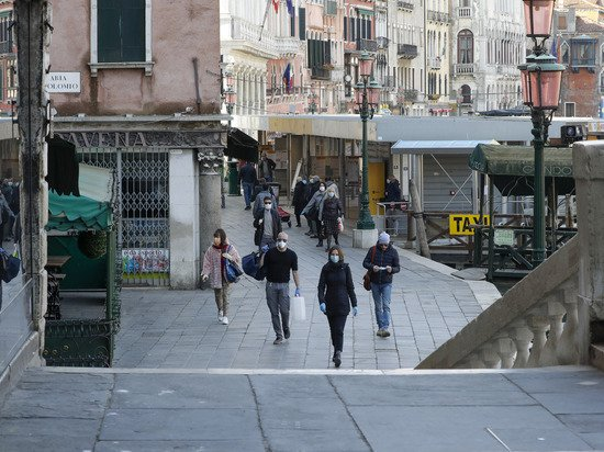 Итальянская мафия решила внести свой вклад в борьбу с эпидемией