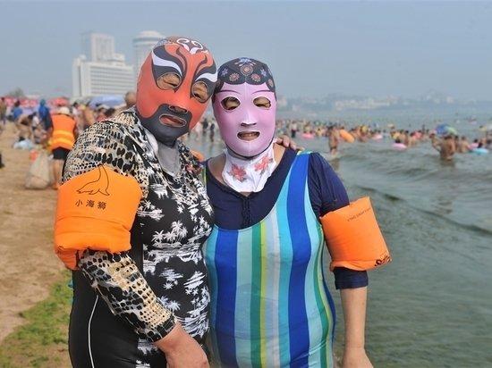 Геленджик примет туристов, но заставит загорать в масках