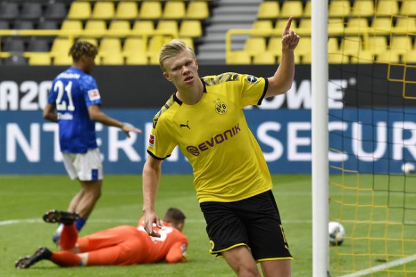 Холанд забил первый гол в Бундеслиге после возобновления сезона