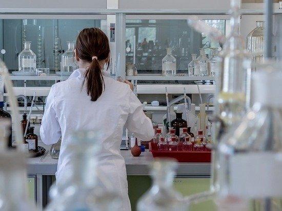 В Роспотребнадзоре сообщили, с кого начнется вакцинация от COVID-19