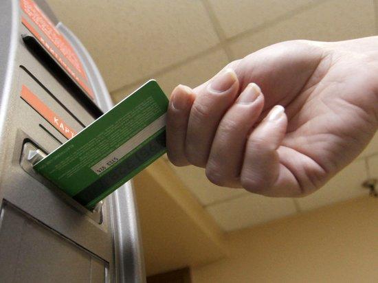 Россияне опустошают банки: хранить деньги под подушкой надежнее