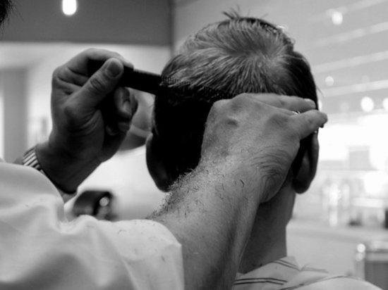 Врач рассказал, как не заразиться коронавирусом в парикмахерской