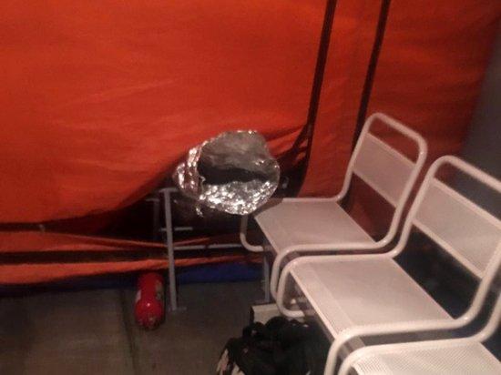 «Вместо срочной госпитализации нас всю ночь продержали на железных стульях в палатке»