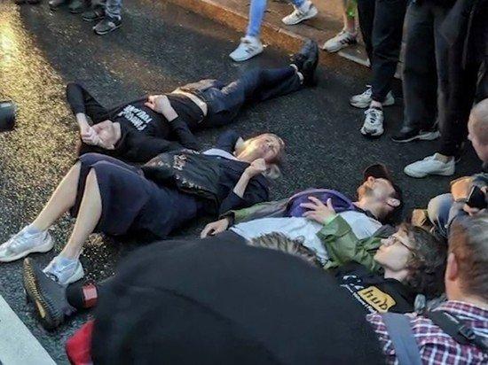 В центре Москвы задержаны до 100 человек