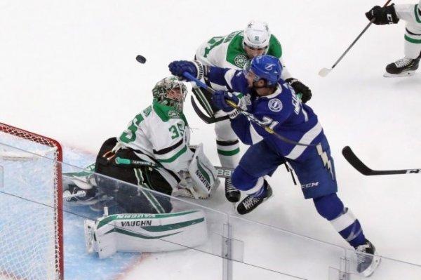 """""""Даллас"""" выиграл первый матч финала плей-офф НХЛ"""