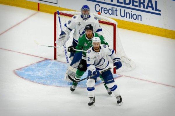 """Тампа-Бэй"" выиграла третий матч финала плей-офф НХЛ у ""Далласа"""
