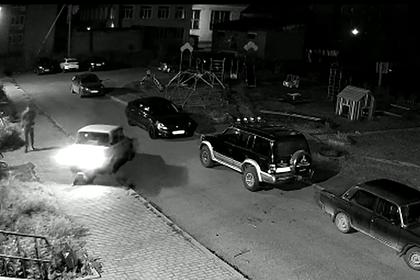 Российский подросток решил покататься на машине родителей и попал под ее колеса
