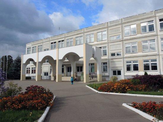 Названо количество закрытых на карантин из-за коронавируса школ в РФ