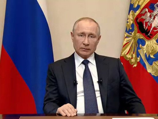Путин оценил разговоры о полном переходе школ на
