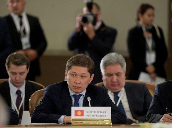 Бывший премьер Киргизии освобождён демонстрантами в Бишкеке
