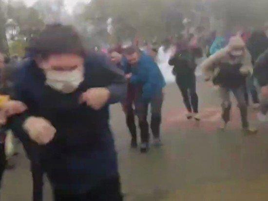 Силовики в Минске применили водометы и светошумовые гранаты