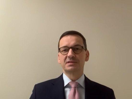 Польский премьер «самоизолировался» после контакта с заразившимся COVID