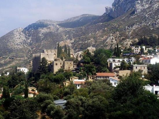 Власти Кипра отменили программу