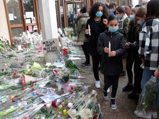 Французы разнесли Макрона после теракта с убийством учителя