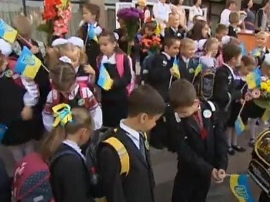 Украинские школьники на переменах продолжают общаться на русском