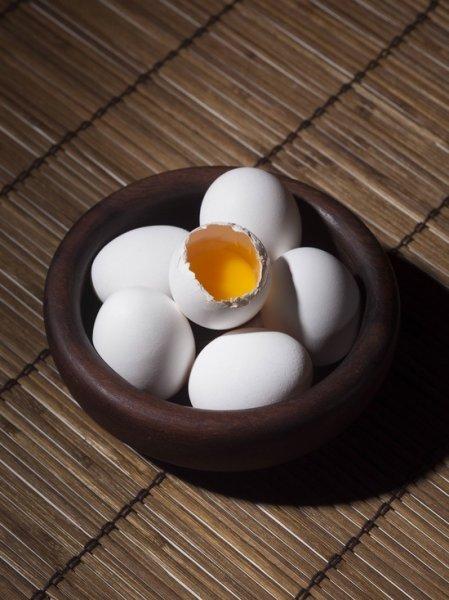 Специалисты раскрыли разницу между темными и светлыми яйцами