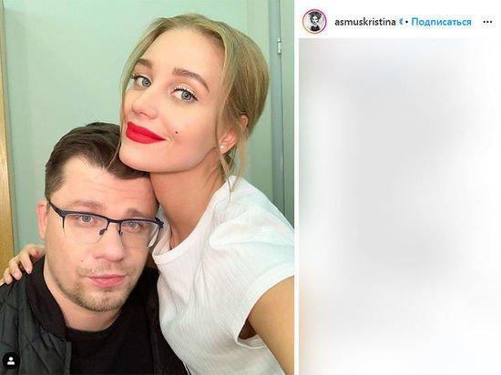 Суд окончательно расторг брак Харламова и Асмус