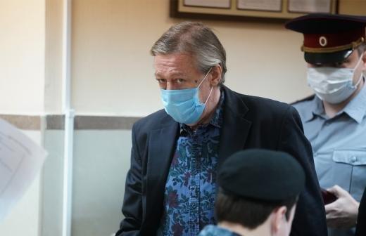 Сестра Ефремова сообщила о его состоянии в изоляторе