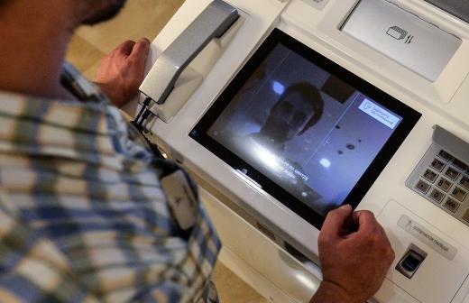 Эксперт оценил вероятность кражи денег при доступе к номеру карты