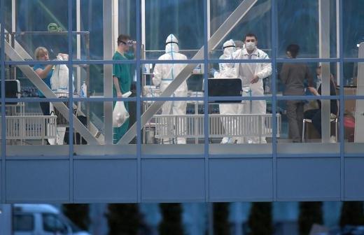 Более 286 тыс. россиян остаются под наблюдением врачей из-за COVID-19