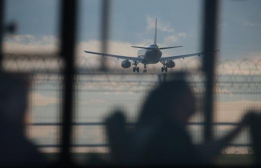 В аэропортах Москвы задержаны и отменены 24 рейса