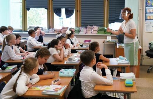 В Санкт-Петербурге назвали число школьников с коронавирусом