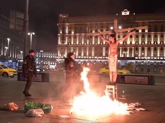 В Москве у здания ФСБ задержан акционист