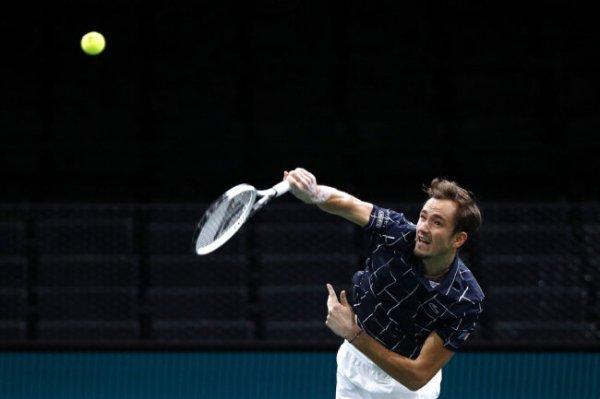 Даниил Медведев вышел в четвертьфинал турнира серии