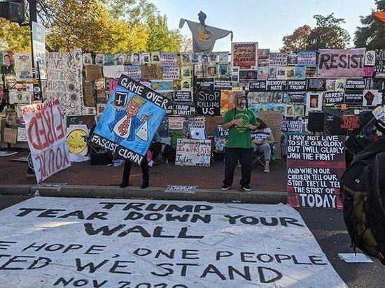 «Уходи сейчас»: у Белого дома протестуют против Трампа